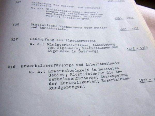 """Abbildung 5 (Stadtarchiv Duisburg, MD): Dieser Findbuch-Eintrag verweist auf einen Aktenbestand im Stadtarchiv Duisburg mit dem Titel """"Bekämpfung des Zigeunerwesens"""" von 1876 bis 1926."""