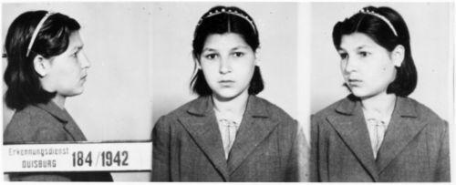 Abbildung 12 (Quelle: Tietz/Zimmermann, S. 179; Landesarchiv NRW – Abteilung Rheinland – BR 1111 Nr. 50 ): Erkennungsdienst-Foto Erika Seeger, 1942