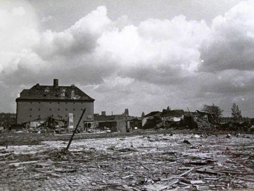 Abbildung 17 (Stadtarchiv Duisburg, MD): Das Gelände nach einem Bombenangriff 1944