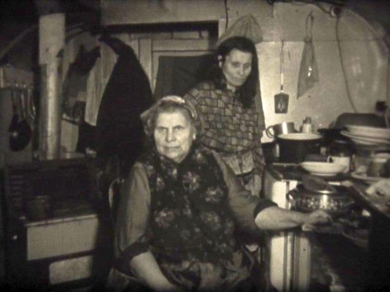 """Abbildung 32: Standfoto aus dem Dokumentarfilm """"Zigeuner in Duisburg"""" von Rainer Komers"""