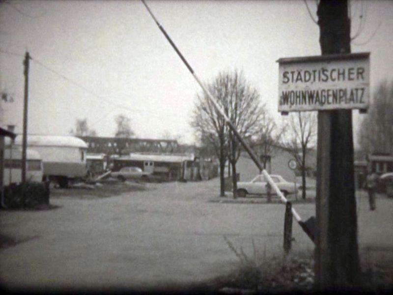 """Abbildung 33: Standfoto aus dem Dokumentarfilm """"Zigeuner in Duisburg"""" von Rainer Komers"""